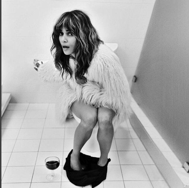 Холли Берри произвела фурор экстравагантным снимком в соцсетях - фото 75365