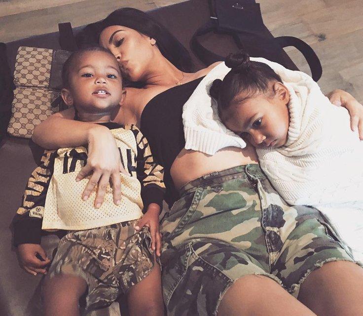 У Ким Кардашян родится еще одна дочка - фото 72159