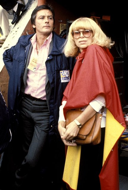 Ален Делон со гражданской женой Мирей Дарк - фото 77171