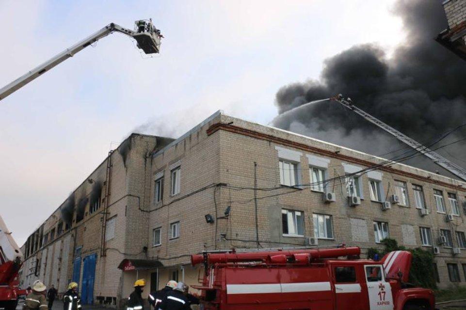В Харькове на улице Золочевской ликвидировали пожар на заводе - фото 71159