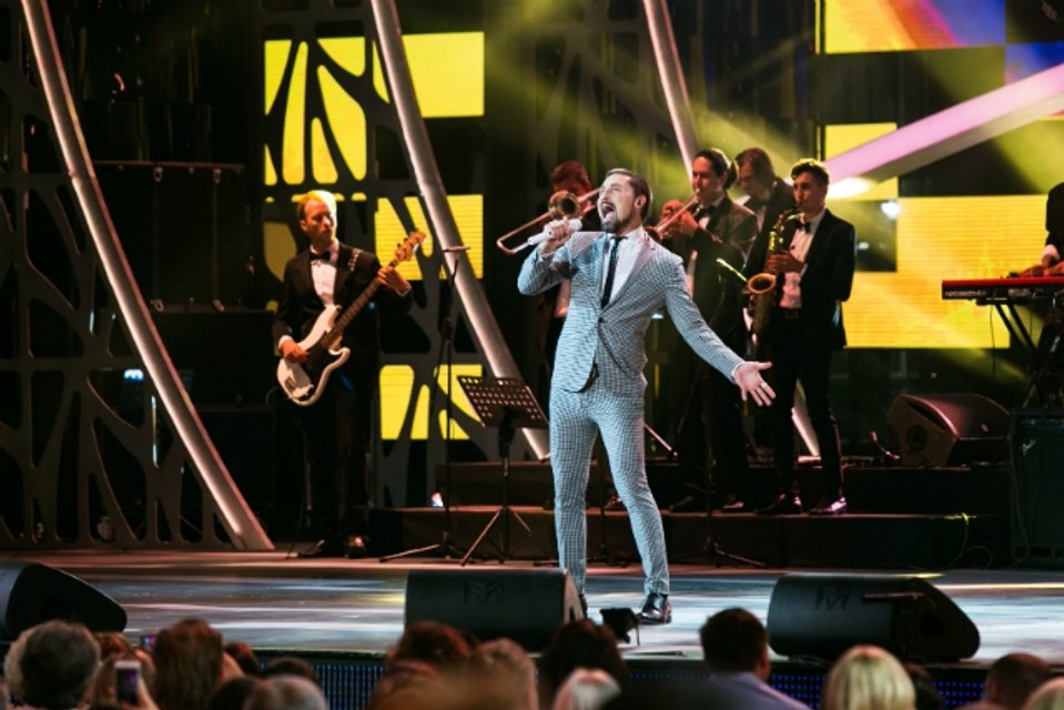 Дима Билан спел на международном конкурсе в Сочи - фото 72796