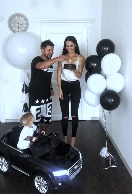 Александр Бережок с женой Аленой и сыном Глебом - фото 75248