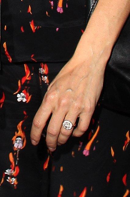 Сиенна Миллер похвалилась обручальным кольцом от Беннета Миллера - фото 73890