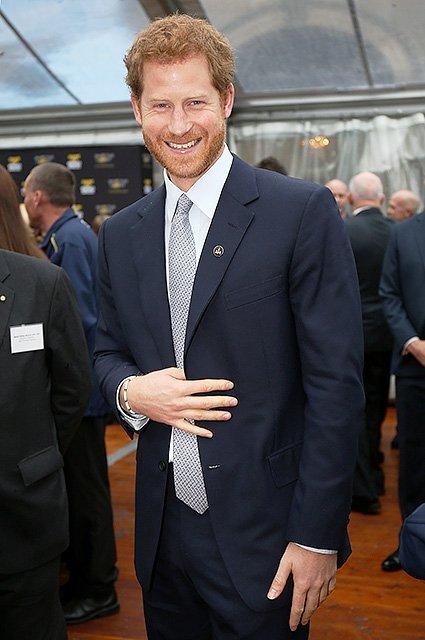 Принц Гарри представил Меган Маркл Елизавете II - фото 73956