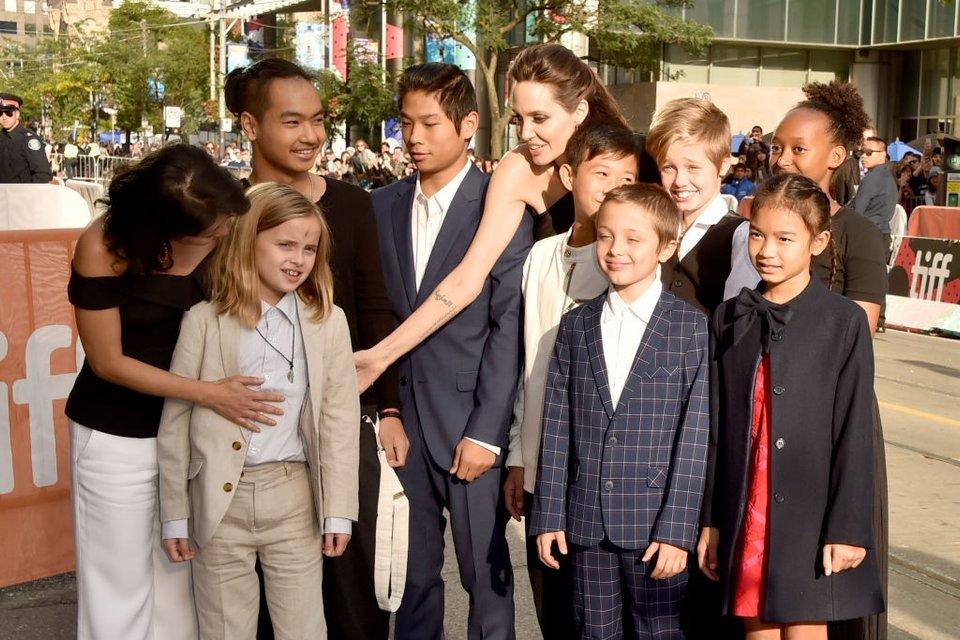 Кидман, Викандер, Джоли и Уинслет восхитили нарядами на кинофестивале в Торонто - фото 73205