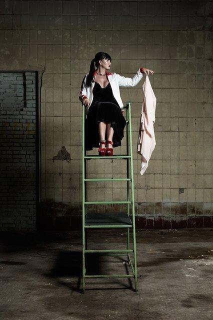 Ассия Ахат пошла по стопам Мадонны и Джонни Деппа - фото 73229