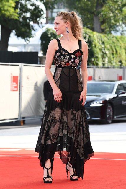 Венецианский кинофестиваль- 2017: Аманда Сейфрид восхитила роскошной фигурой после родов - фото 70754