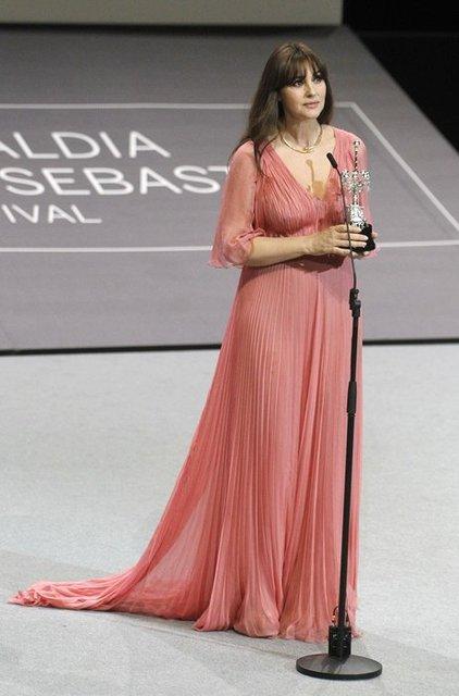 Моника Беллуччи получила награду на кинофестивале в Сен-Себастиан - фото 77475