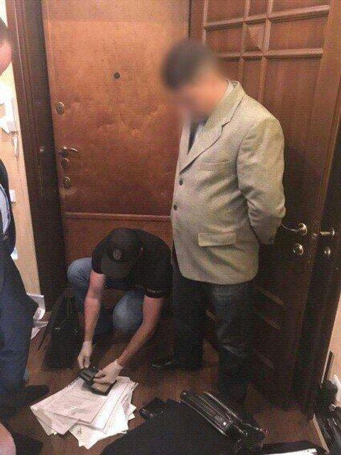 На взятке попался руководитель исполнительной службы Одесской области - фото 77486