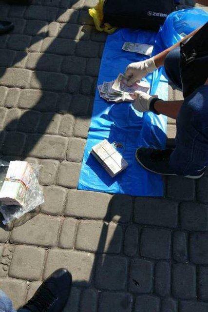 Бывший топ-чиновник попался на крупной взятке в Харькове - фото 76357