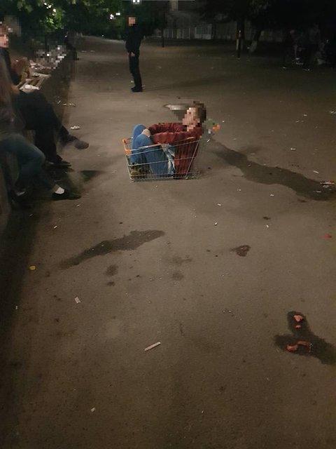 Студенты устроили масштабную гулянку в парке КПИ - фото 70767
