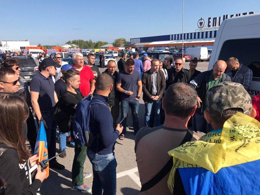 Первые 300 лиц выехали встречать Саакашвили - фото 72609