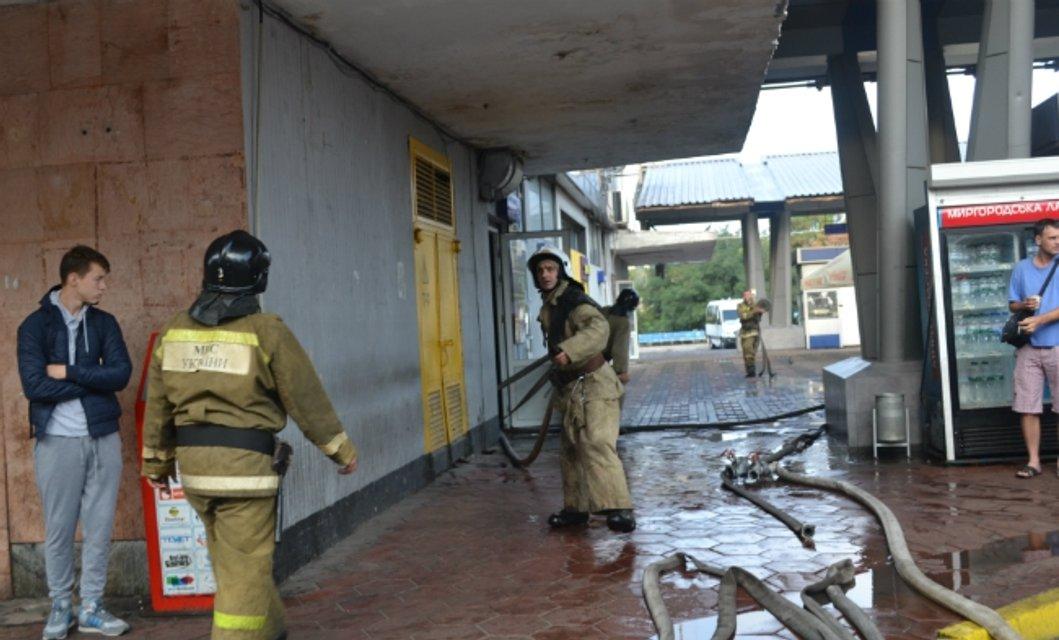 Пожар в здании Центрального автовокзала - фото 71171