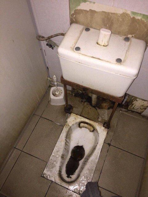 Туалеты в терминале ожидания парома через Керчь - фото 76937