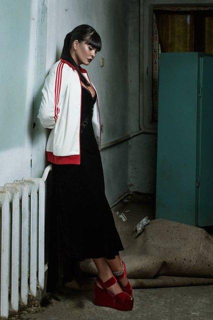 Ассия Ахат пошла по стопам Мадонны и Джонни Деппа - фото 73224