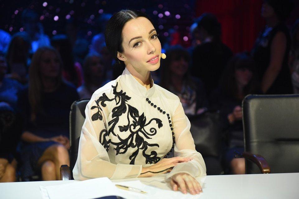 "Катерина Кухар объяснила, зачем дарит цветы участникам ""Танців з зірками"" - фото 73371"