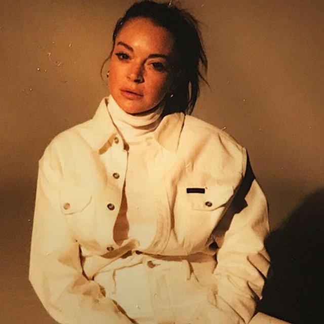Линдси Лохан снялась в скромной фотосессии - фото 76933