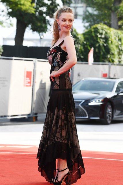 Венецианский кинофестиваль- 2017: Аманда Сейфрид восхитила роскошной фигурой после родов - фото 70757