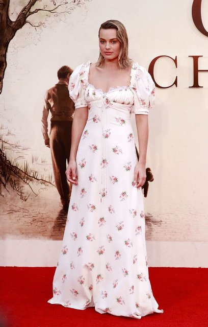 Марго Робби восхитила изысканным платьем за 88 тысяч гривен - фото 75485
