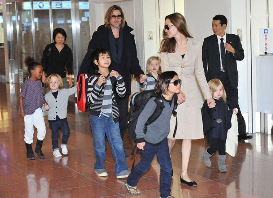Анджелина Джоли постепенно приводит в порядок расшатанное здоровье - фото 75356