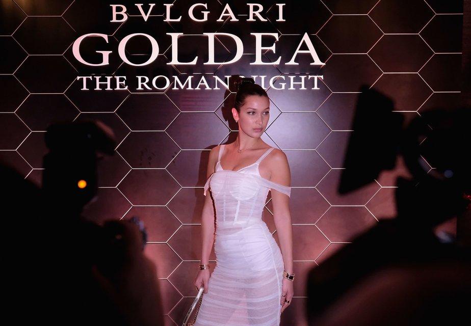Белла Хадид в прозрачном платье Dolce&Gabbana похвалилась фигурой - фото 72661