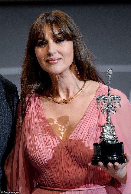 Моника Беллуччи получила награду на кинофестивале в Сен-Себастиан - фото 77479
