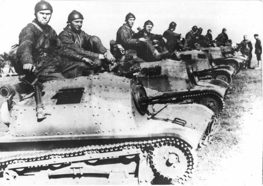 За підрахунками істориків, у лавах Війська Польского могло служити до 40 000 українців - фото 70865