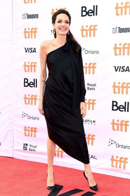 Кидман, Викандер, Джоли и Уинслет восхитили нарядами на кинофестивале в Торонто - фото 73203