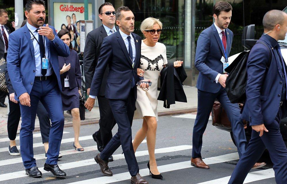 Бриджит Макрон в стильном наряде прошлась экскурсией по Нью-Йорку - фото 75370