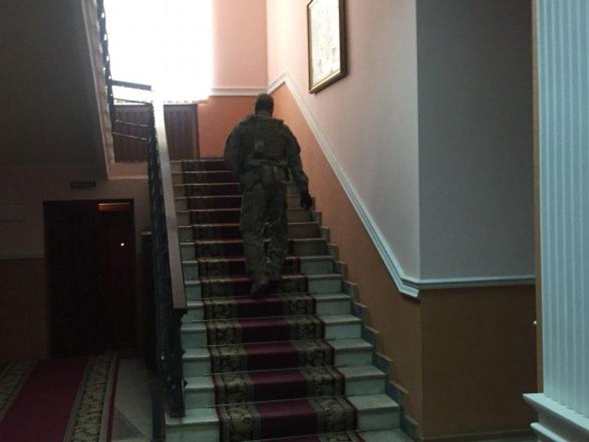В Тернополе СБУ и ГПУ пришли с обысками в областную прокуратуру и полицию - фото 75239