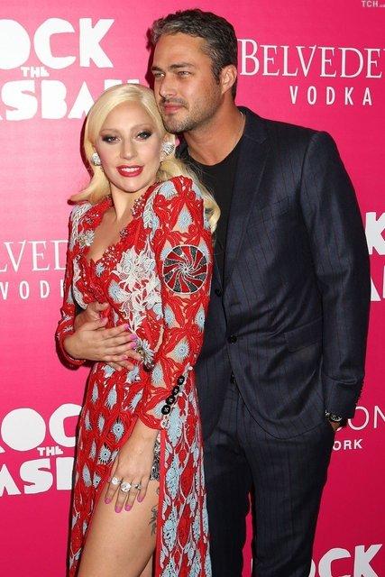 Леди Гага раскріла причину расставания с Тейлором Кинни - фото 73435