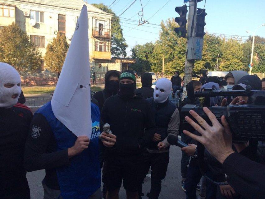 Радикалы напали на гостей Фестиваля Равенства - фото 77720