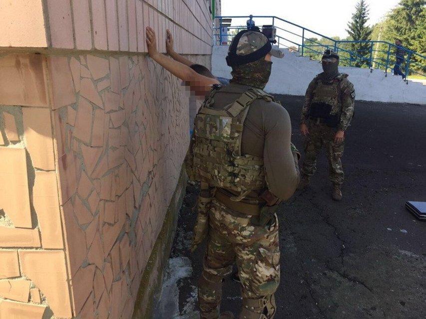 Начальника исправительного учреждения поймали на горячем - фото 71056