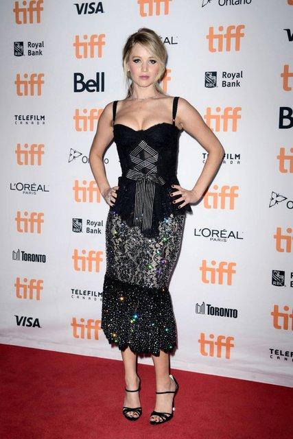 Кидман, Викандер, Джоли и Уинслет восхитили нарядами на кинофестивале в Торонто - фото 73201