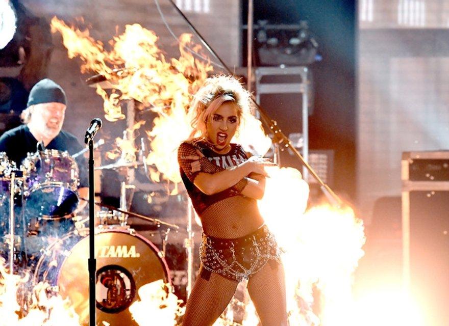 Леди Гага раскріла причину расставания с Тейлором Кинни - фото 73433