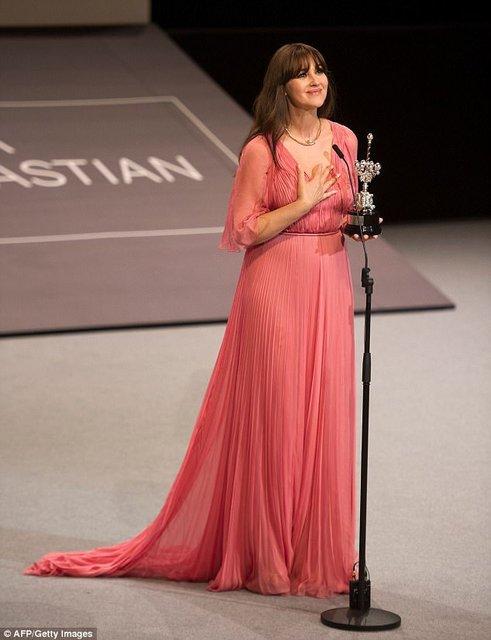 Моника Беллуччи получила награду на кинофестивале в Сен-Себастиан - фото 77480