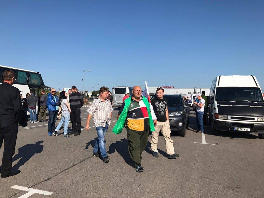 Первые 300 лиц выехали встречать Саакашвили - фото 72610