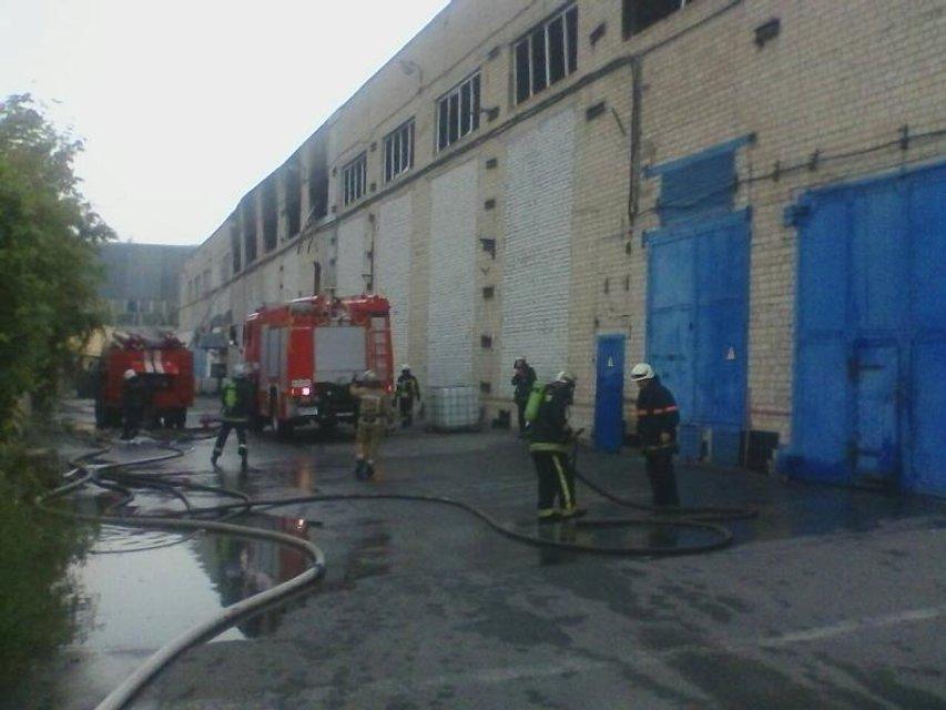 В Харькове на улице Золочевской ликвидировали пожар на заводе - фото 71154