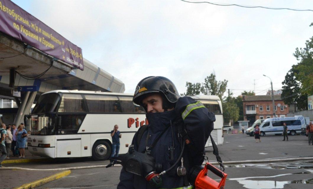 В Одессе горел центральный автовокзал - фото 71173