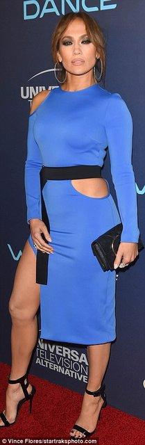 Дженнифер Лопес блистала в элегантном платье на премьере в Голливуде - фото 75414