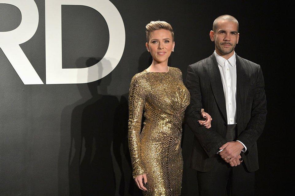 Скарлетт Йоханссон официально развелась с Романом Дориаком - фото 73804