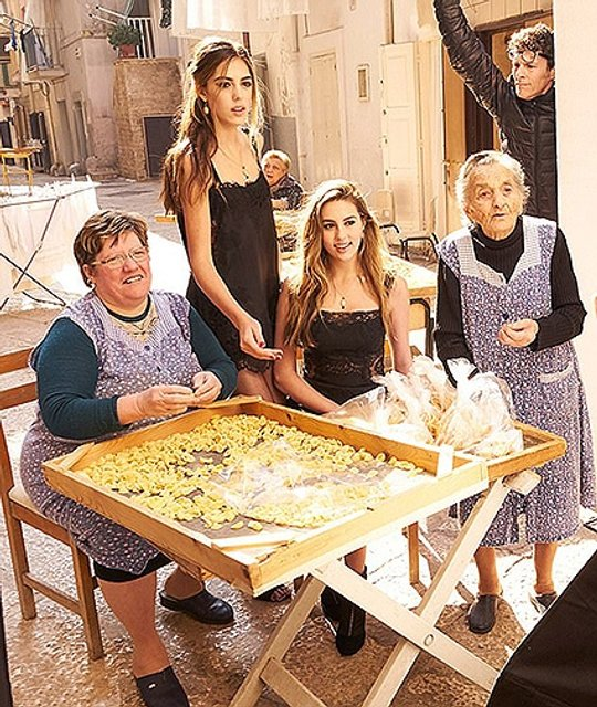 Систия и София Сталлоне представили новую коллекцию Dolce & Gabbana - фото 76942