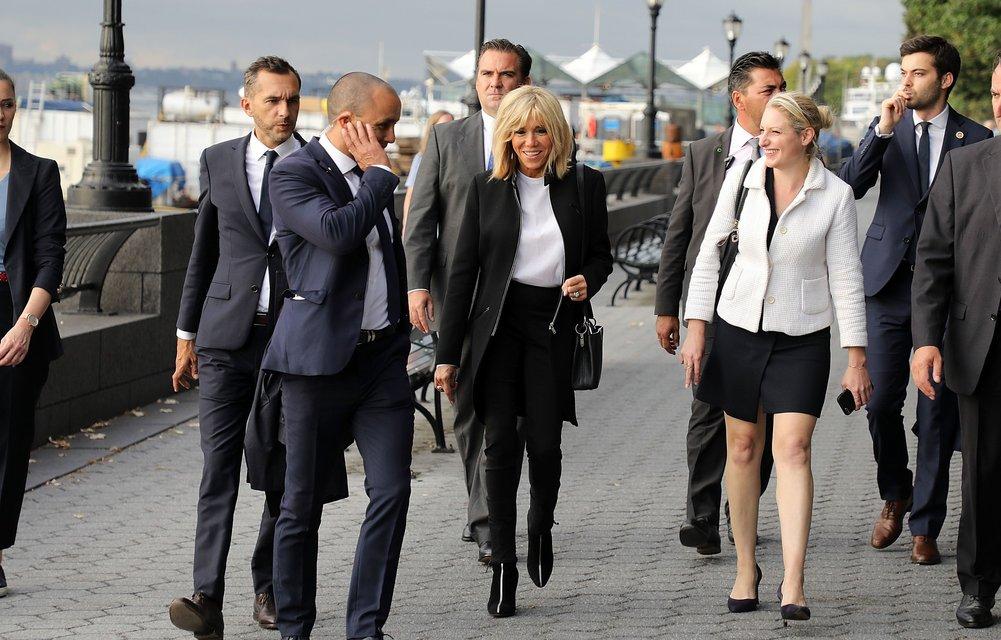 Бриджит Макрон в стильном наряде прошлась экскурсией по Нью-Йорку - фото 75371