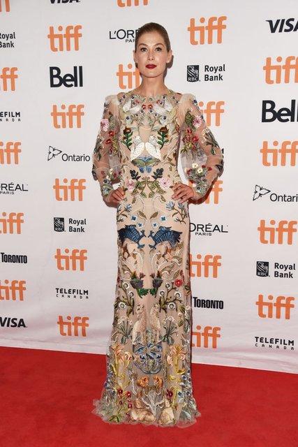 Кидман, Викандер, Джоли и Уинслет восхитили нарядами на кинофестивале в Торонто - фото 73207