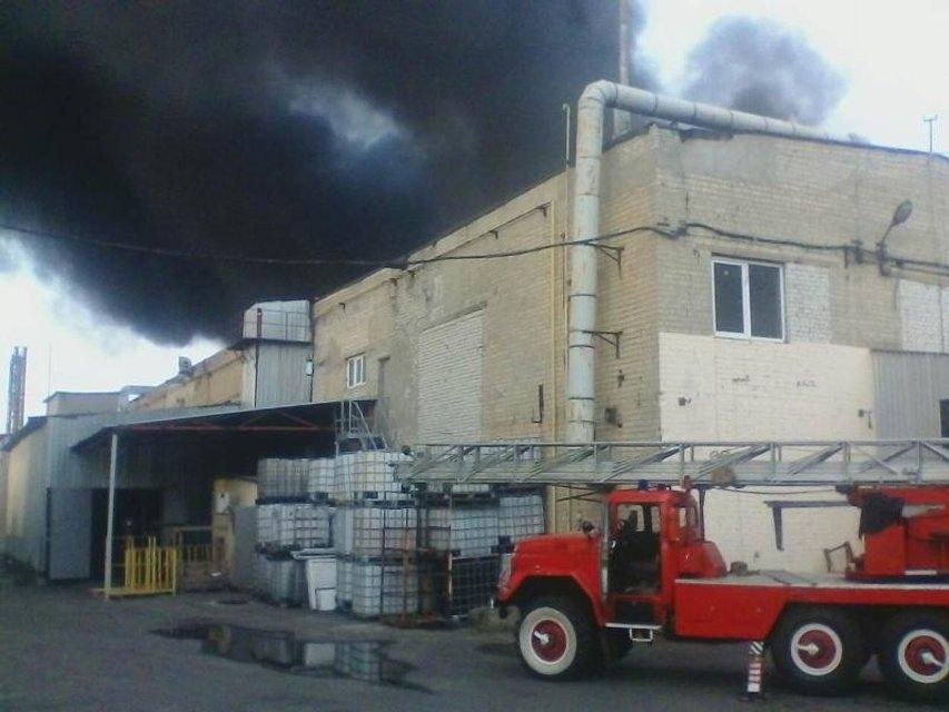 В Харькове ликвидировали пожар на заводе по производству упаковочных материалов - фото 71155