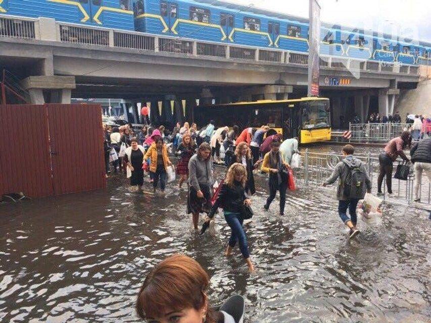 Киев затопило после сильного дождя (фото, видео) - фото 75328