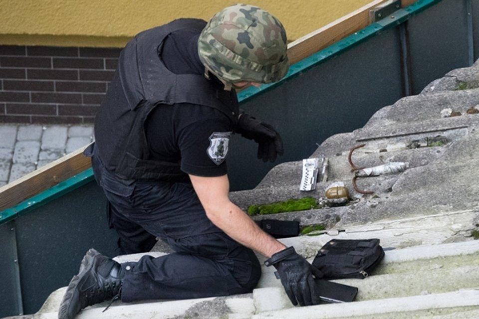Неизвестные установили растяжку на фасаде центра польской культуры в Ивано-Франковске - фото 71928