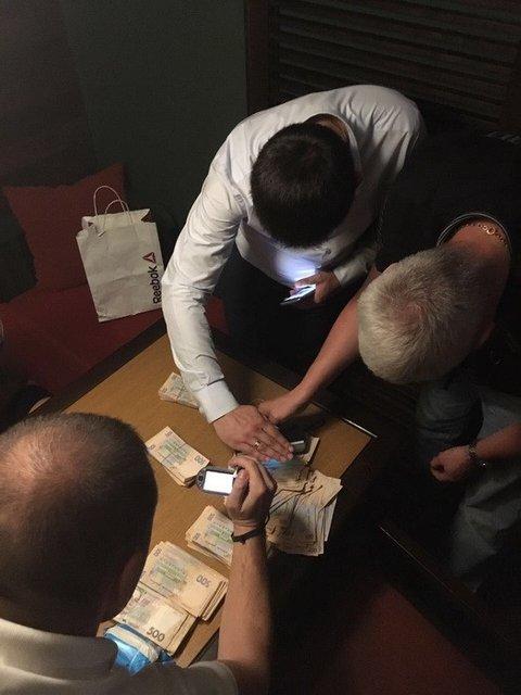 Подопечные Геннадия Труханова попались на взятке в 300 тысяч - фото 76488