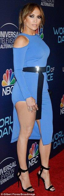 Дженнифер Лопес блистала в элегантном платье на премьере в Голливуде - фото 75416