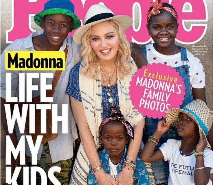 Мадонна в семейной фотосессии показала всех своих приемных детей - фото 72262